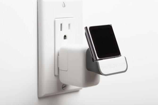 Utilizing an ordinary Apple USB Power Adapter, MiniDock enables to plug the gadget virtually directly into the power outlet