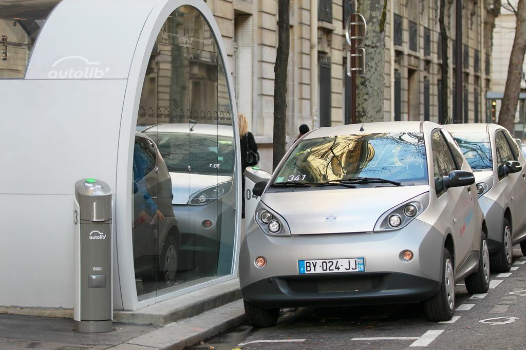 An electric car hire scheme has been announced in London, similar to Autolib in Paris (Photo: Autolib)
