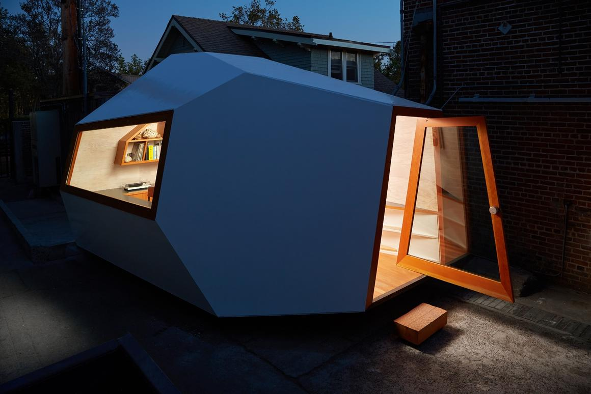 DesignersJustin Rice and Kagan Taylor from Los Angeles-based studio Knowhow Shop,have recently completed an eye-catching micro-office