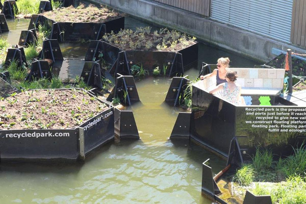 The Recycled Park comprises 28 floating blocks made from recovered waste plastic