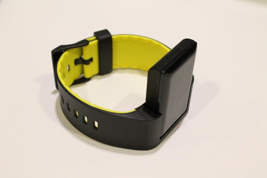 Atlas matches wrist movement to an exercise database (Photo: Stu Robarts/Gizmag.com)