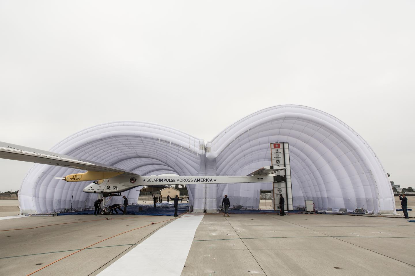 The inflatable hangar is 11 m high at its highest point to accommodate the Solar Impulse's tail (Photo: © Solar Impulse | Ackermann | Rezo.ch)