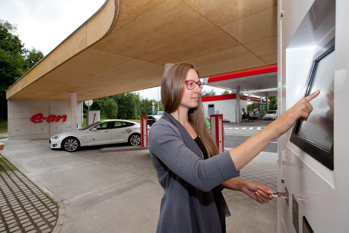 The E.On charging points will offer 150 kW of power, with a modular upgrade option to 350 kW