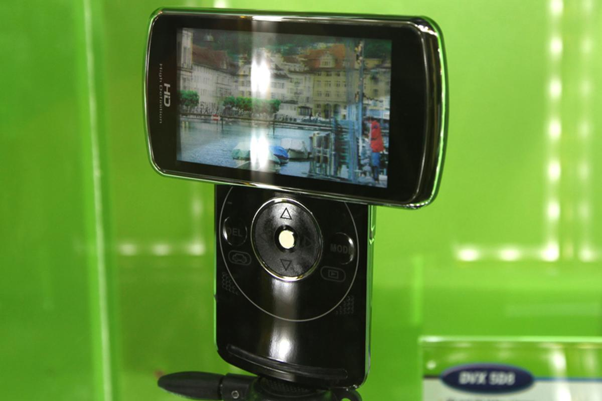 The unique form-factor of the DVX-5D8 3D camcorder from DXG