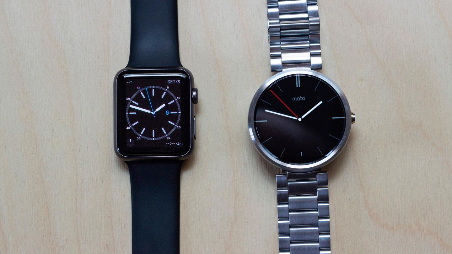 Gizmag takes a quick hands-on look at the 42 mm Apple Watch Sport (left) and the silver Moto 360 (Photo: Will Shanklin/Gizmag.com)