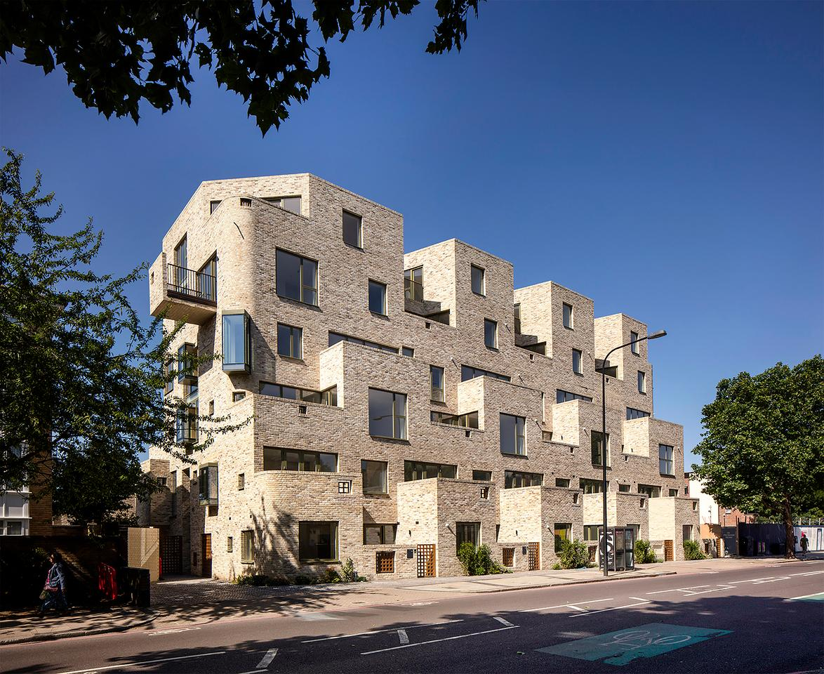 95 Peckham Road was designed by Peter Barber Architects and is located in London. The project is a distinctive tenement-style mansion block comprising new residences