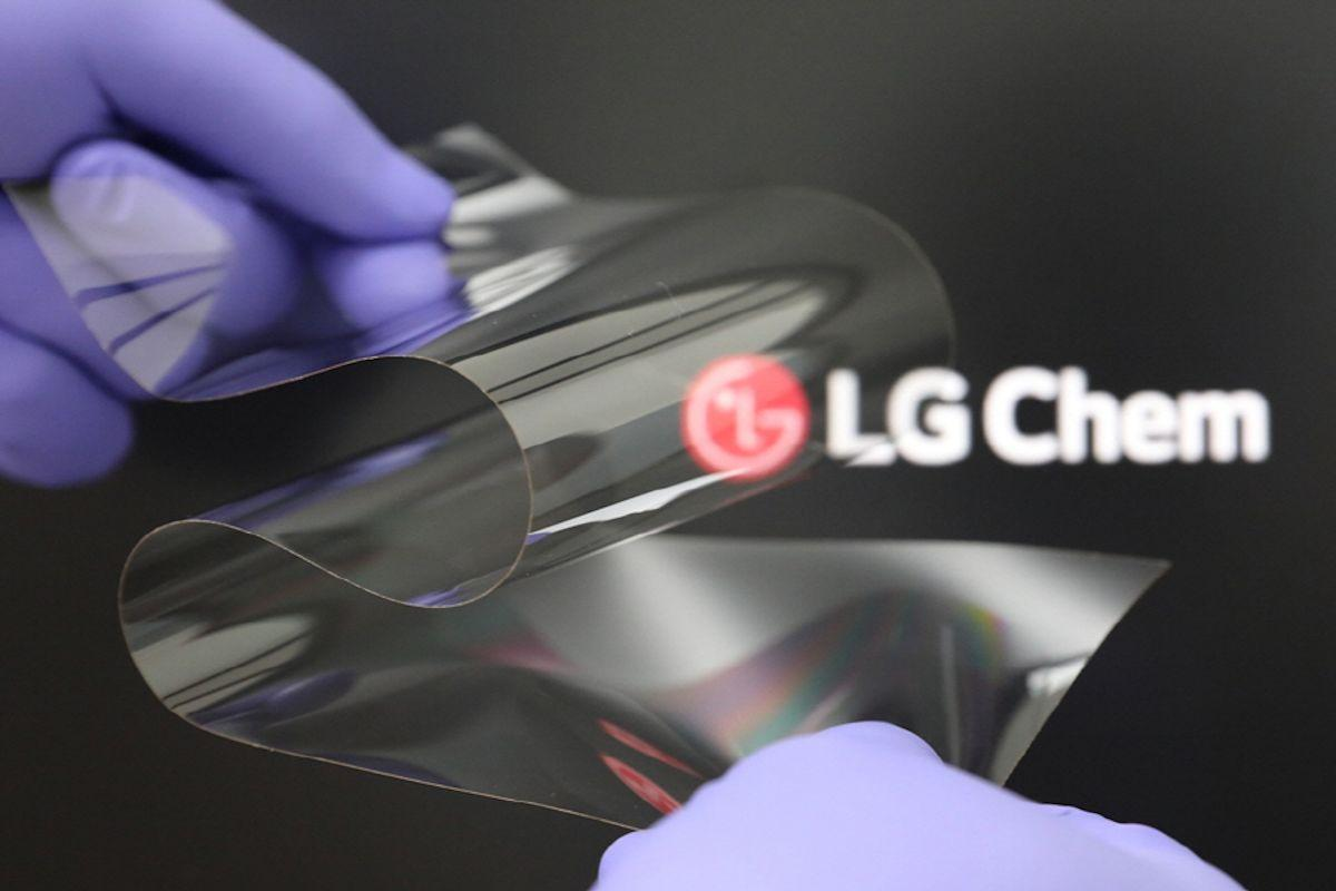 """""""Through the Real Folding Window that we newly developed, we were able to take a step closer to resolving the pain points of customers,"""" said LG Chem's Chang Do Ki"""