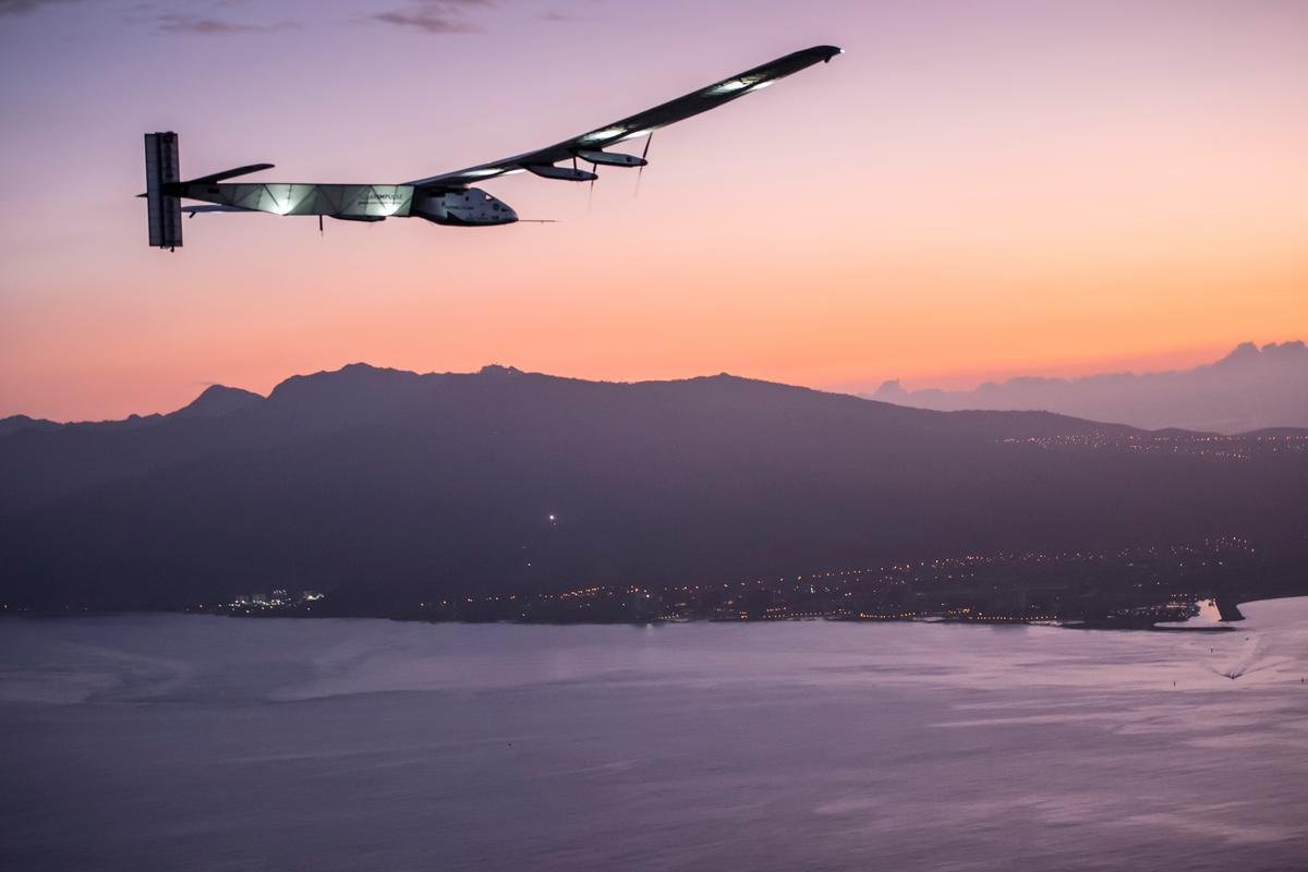 Solar Impulse 2 approaching Hawaii