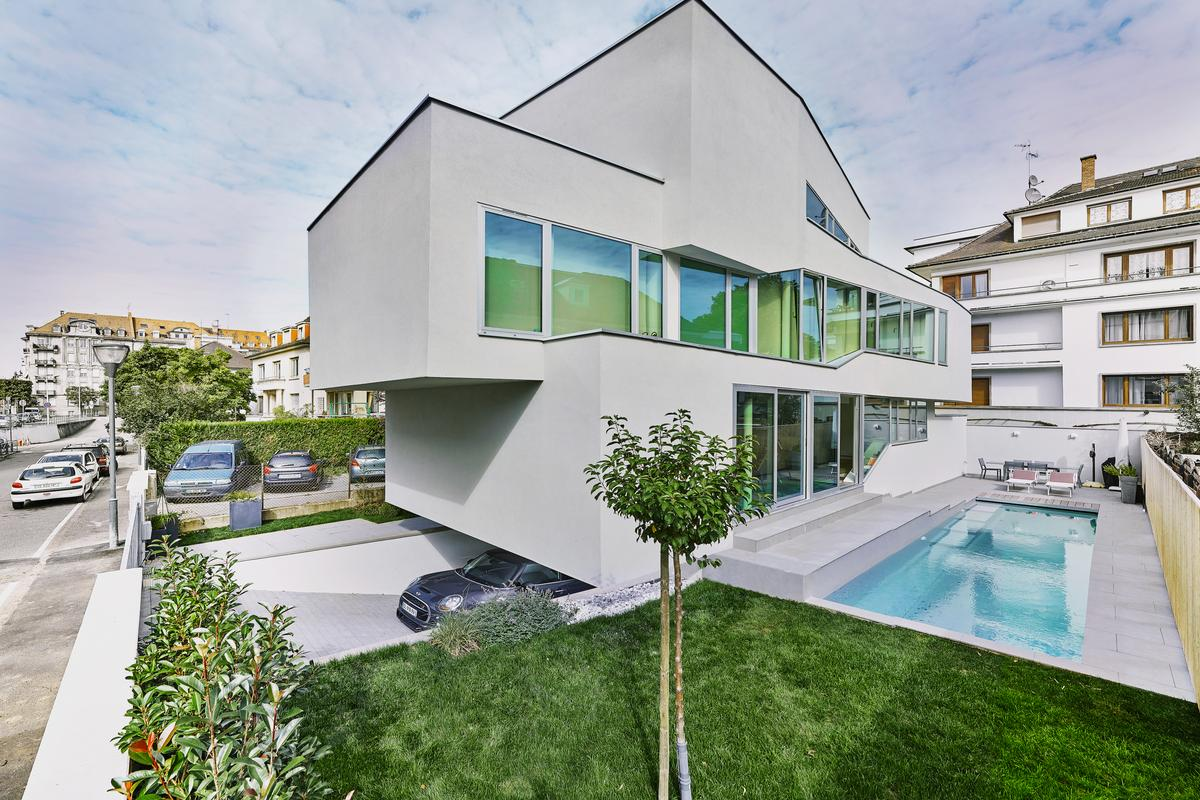 MaHouse comprises a total floorspace of 340 sq m (3,659 sq ft) spread over three main floors