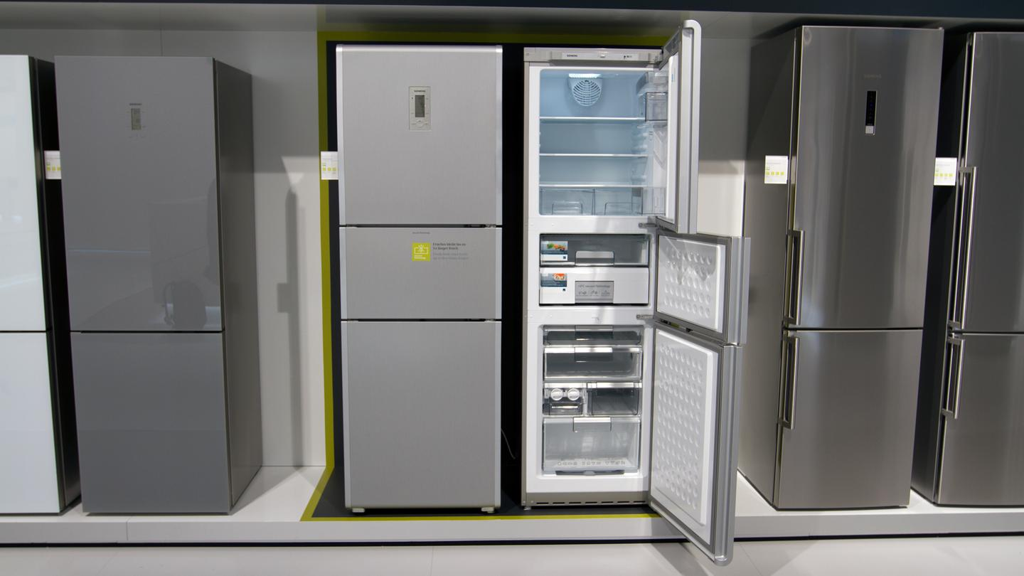 Siemen's KG38QAL30 Freshness Center features a vacuum drawer to keep food fresher, longer