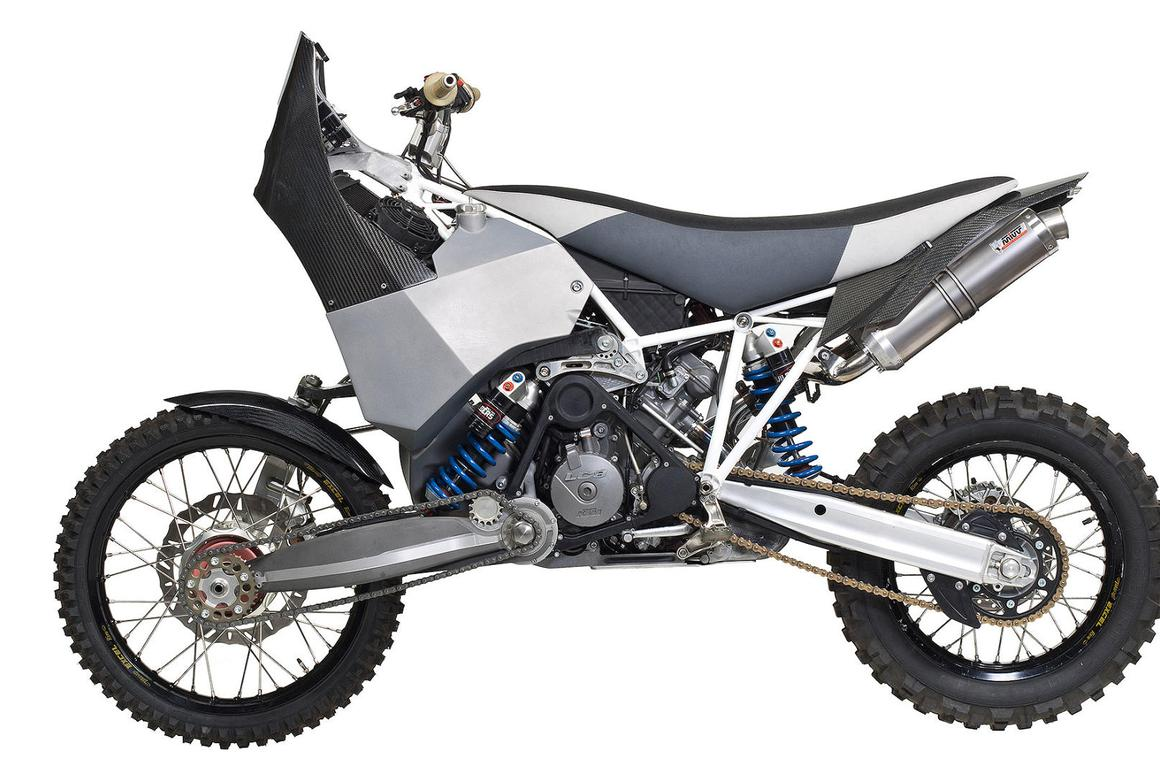 An elaborate homemade kit makes the KTM990 Adventure into the AWDProjekt DT-A
