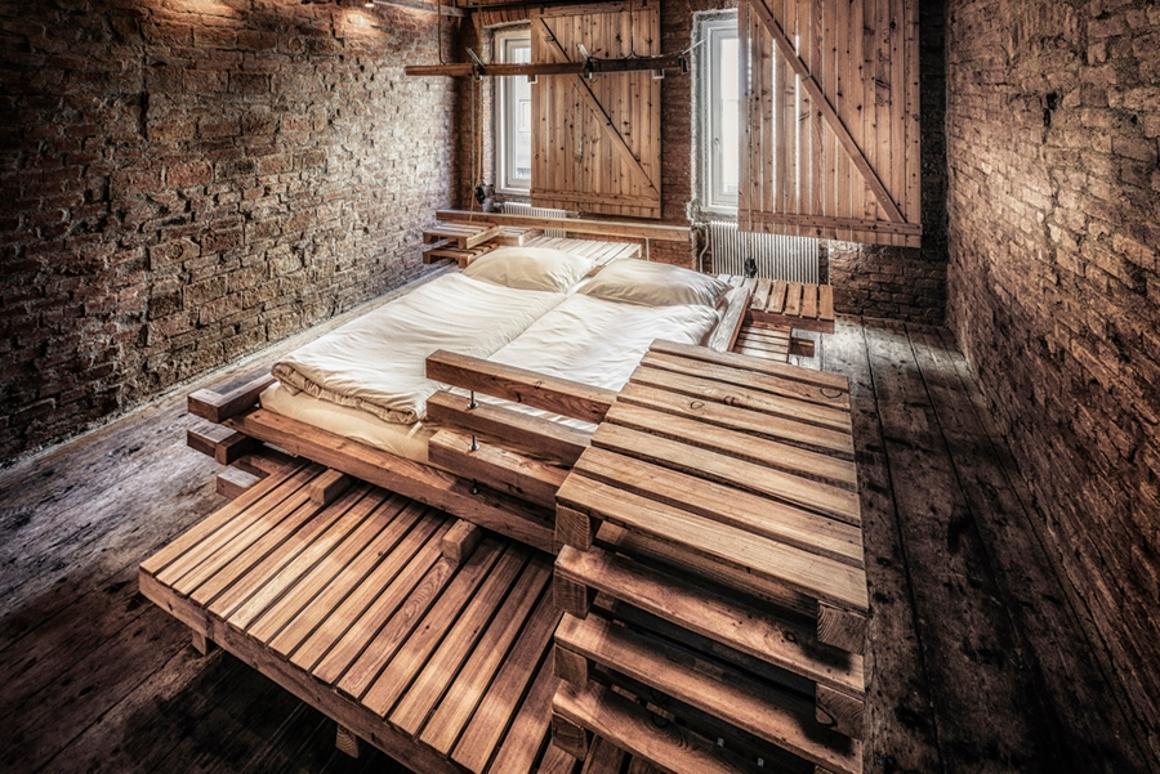 The multifunctional Viennese Guest Bed designed by Heri & Salli (Photo: Hans Schubert)