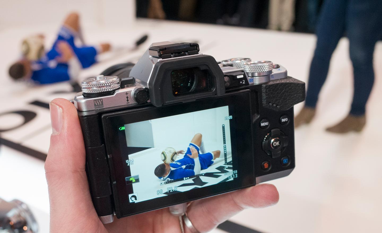 The Olympus OM-D E-M5 II can shoot at a maximum of 10 frames per second (Photo: Simon Crisp/Gizmag.com)