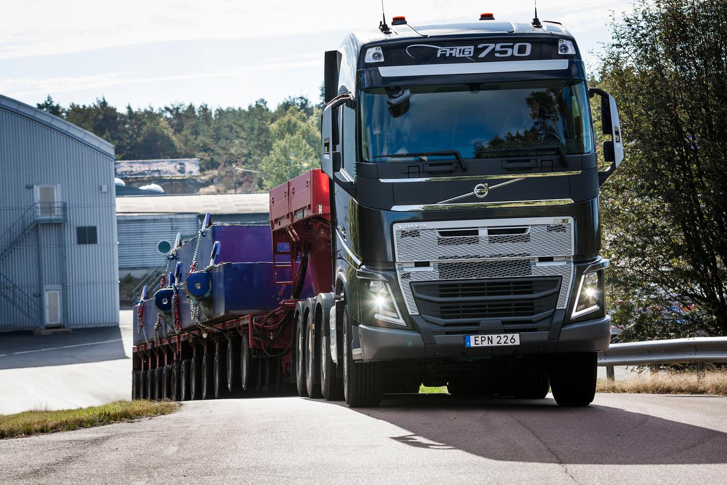 The Volvo I-Shift system gives drivers hauling heavy loads a helping hand