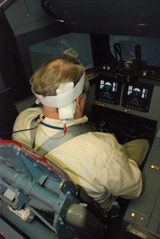 A space shuttle commander uses the GVS in a simulated landing