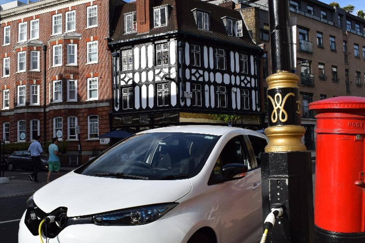 50 new streetlamp charging points are being installed throughout the London Borough of Kensington and Chelsea
