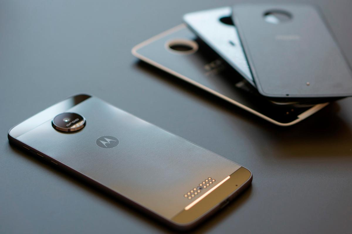 Our first impressions of the modular Moto Z reveal a phone that's bursting with innovativepotential