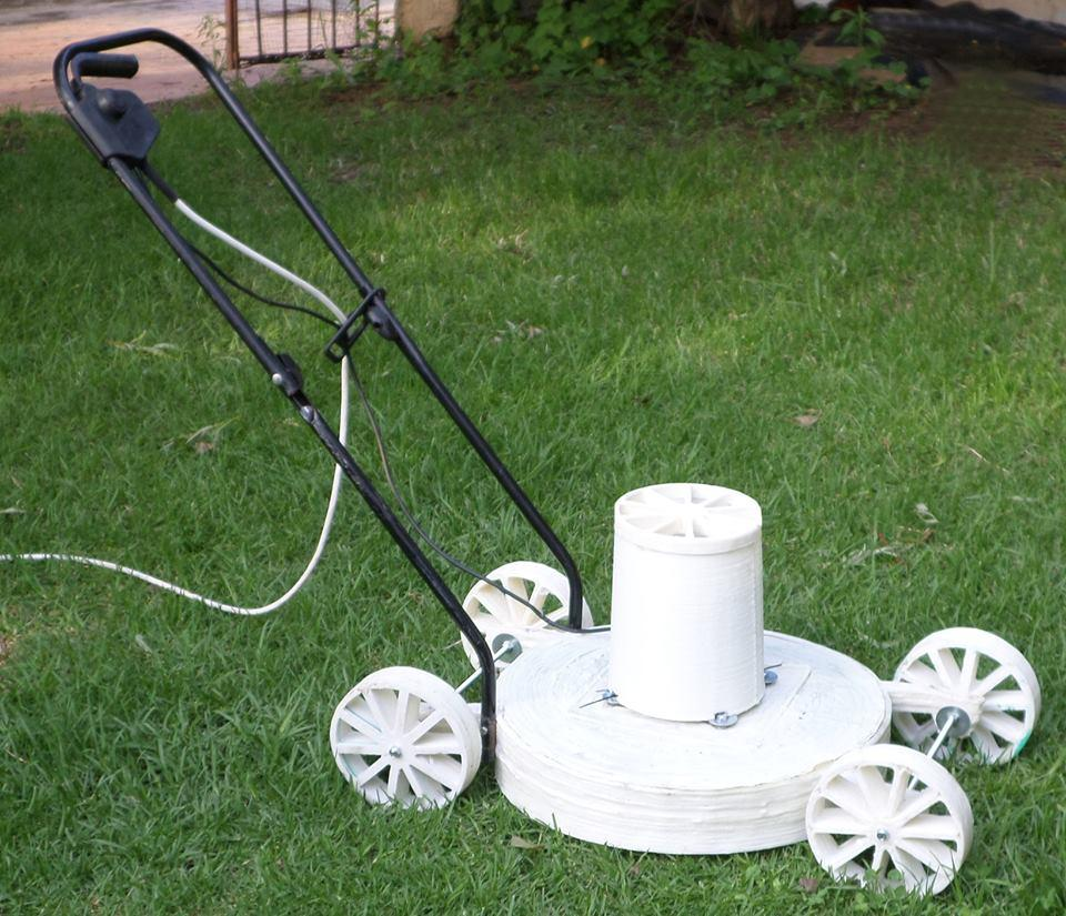 The 3D printer took care of the wheels, frame and covers for the wheels, top and motor, while the motor itself, the blades, handle, switch and wheel shafts were transplanted from an old mower