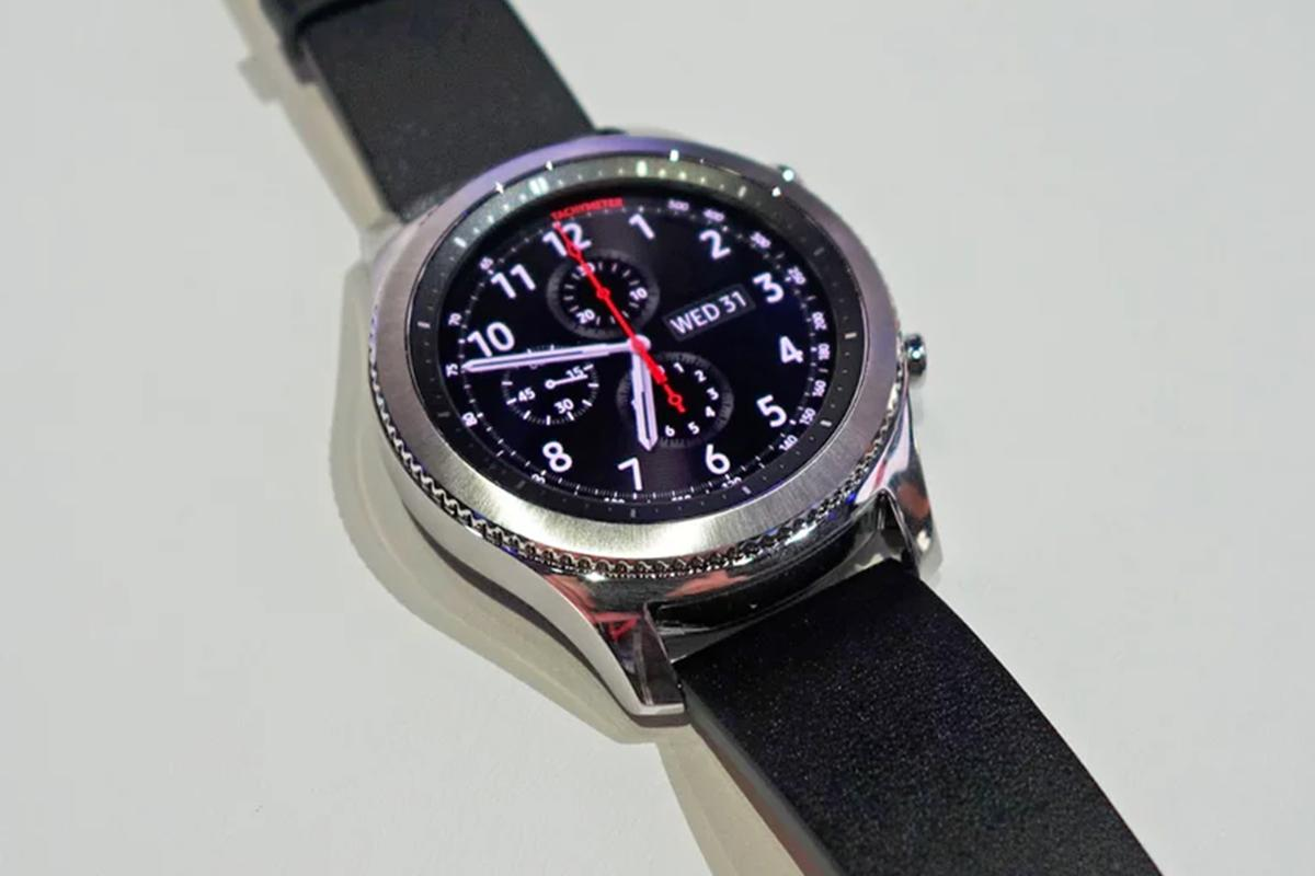 The Samsung Gear S3 Classic is now available in an LTE variant through US carriers