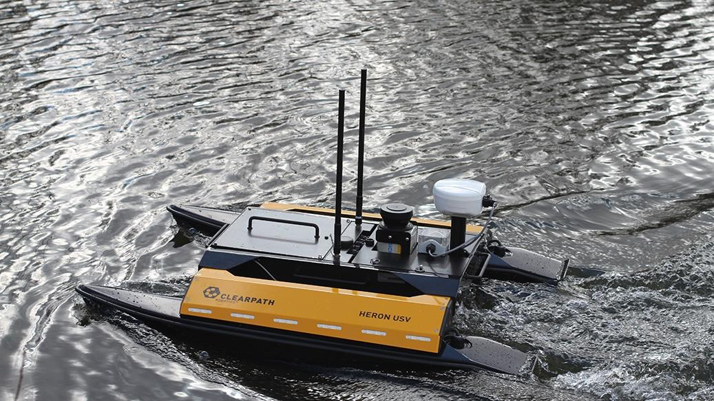 The Heron weighs in at 28 kg (62 lb), measures 1.35 meters long (53 inches), and is propelled by two battery-powered jet thrusters located in each of its pontoons