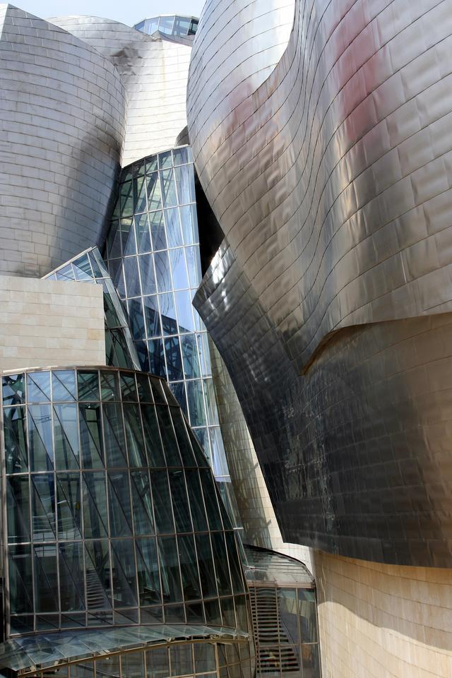 The Guggenheim Museum Bilbao sheathed in titanium (Image: E. Goergen via Wikimedia Commons)