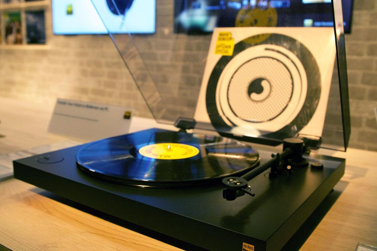 The HX500 turntable from Sony has a built in high resolution A/D converter