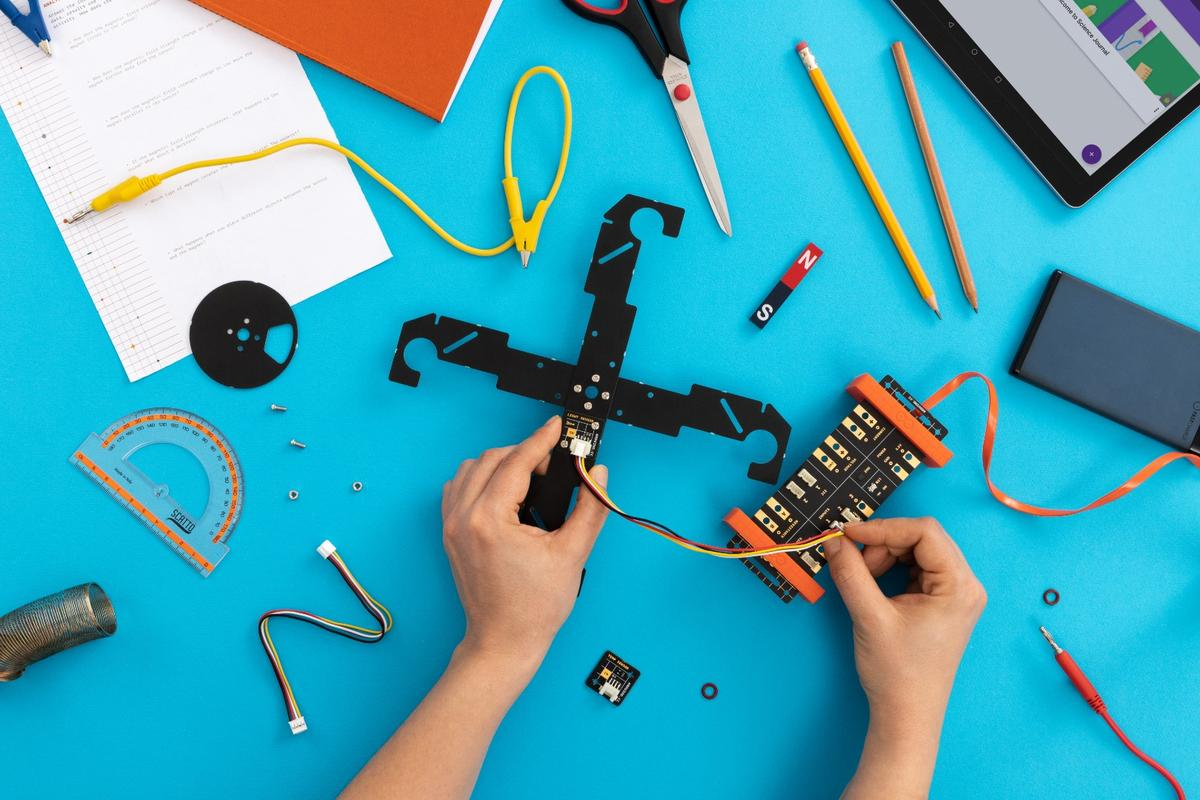 Middle schoolers can experiment with electromagnetism, thermodynamics, kinetics and kinematics courtesy of the Arduino Science Kit Physics Lab