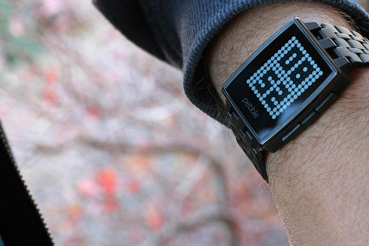 What's old is new again, as Gizmag reviews the Pebble Steel smartwatch (Photo: Will Shanklin/Gizmag.com)