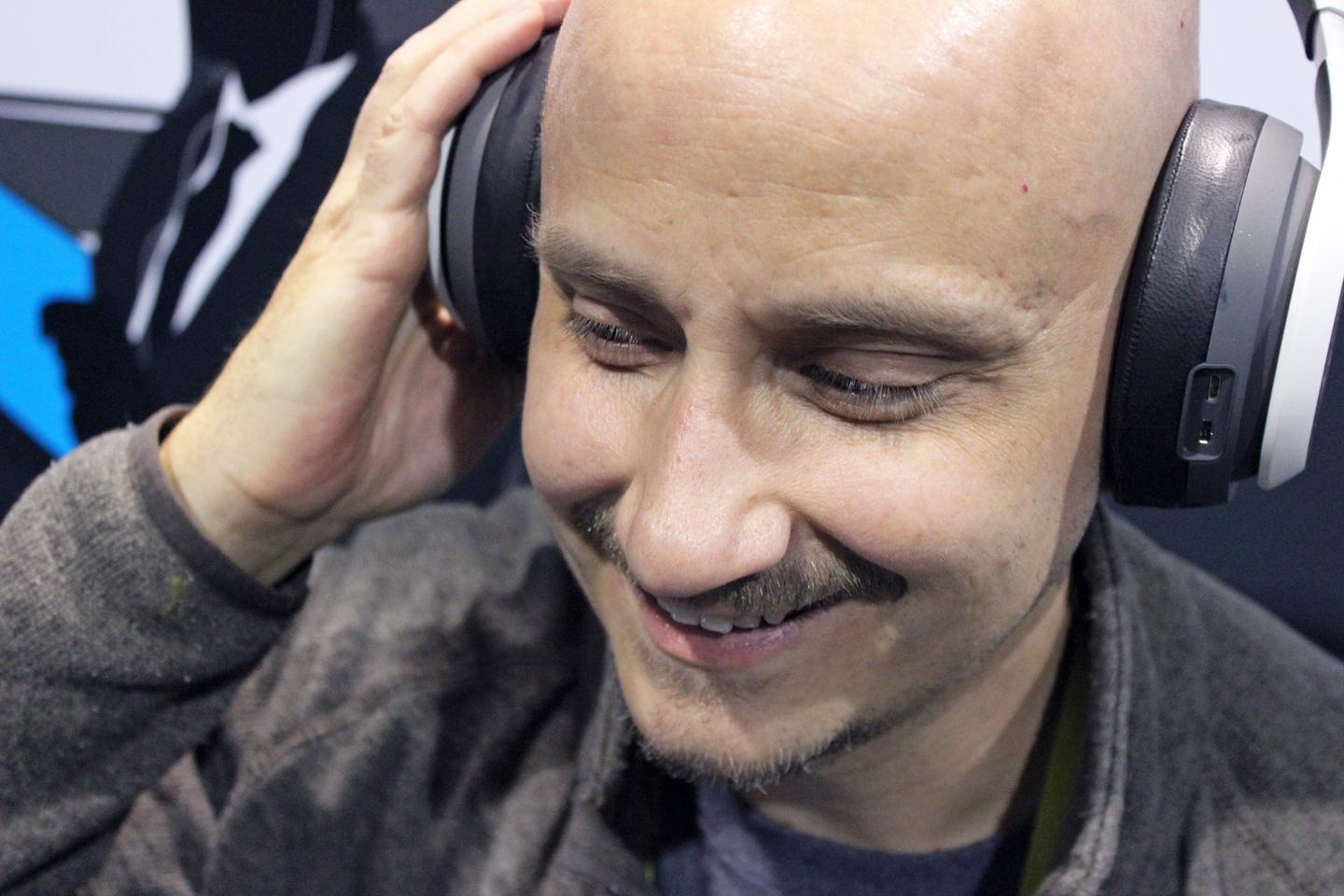 Though it's much larger than standard headphones, the Glyph can look a bit like a pair of cans when worn on your head (audio also sounds good) (Photo: Will Shanklin/Gizmag.com)