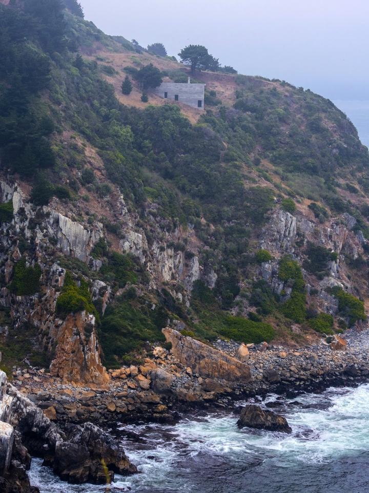 Loba House is located in the Coliumo Peninsula,Chile
