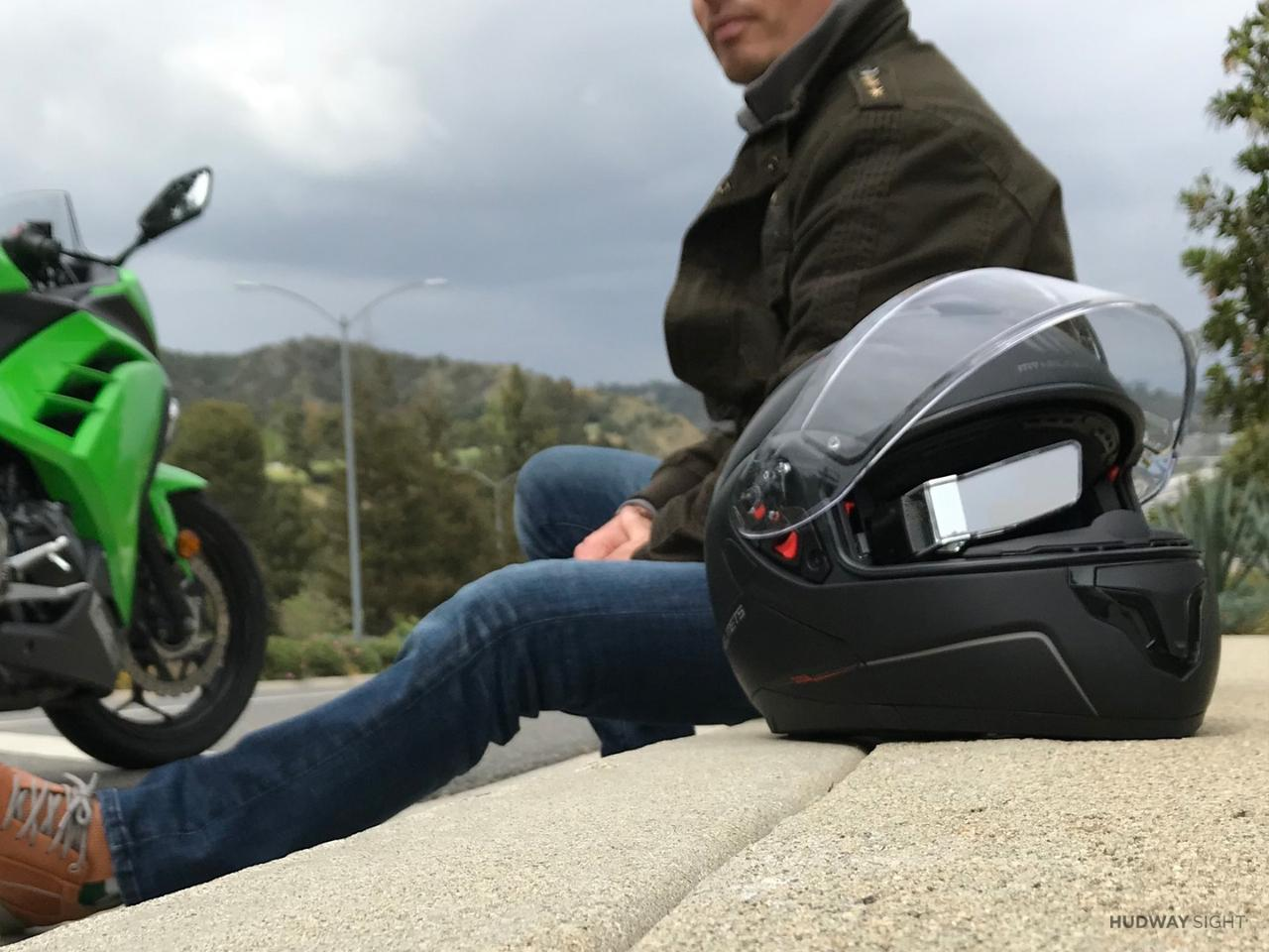Hudway Sight consists of a mounting bracket that can be attached to an existing motorcycle, bicycle or auto racing helmet, along with a mini LED projector/tempered-glass lens unit that magnetically snaps onto that bracket, and a control unit that is mounted on the back of the helmet