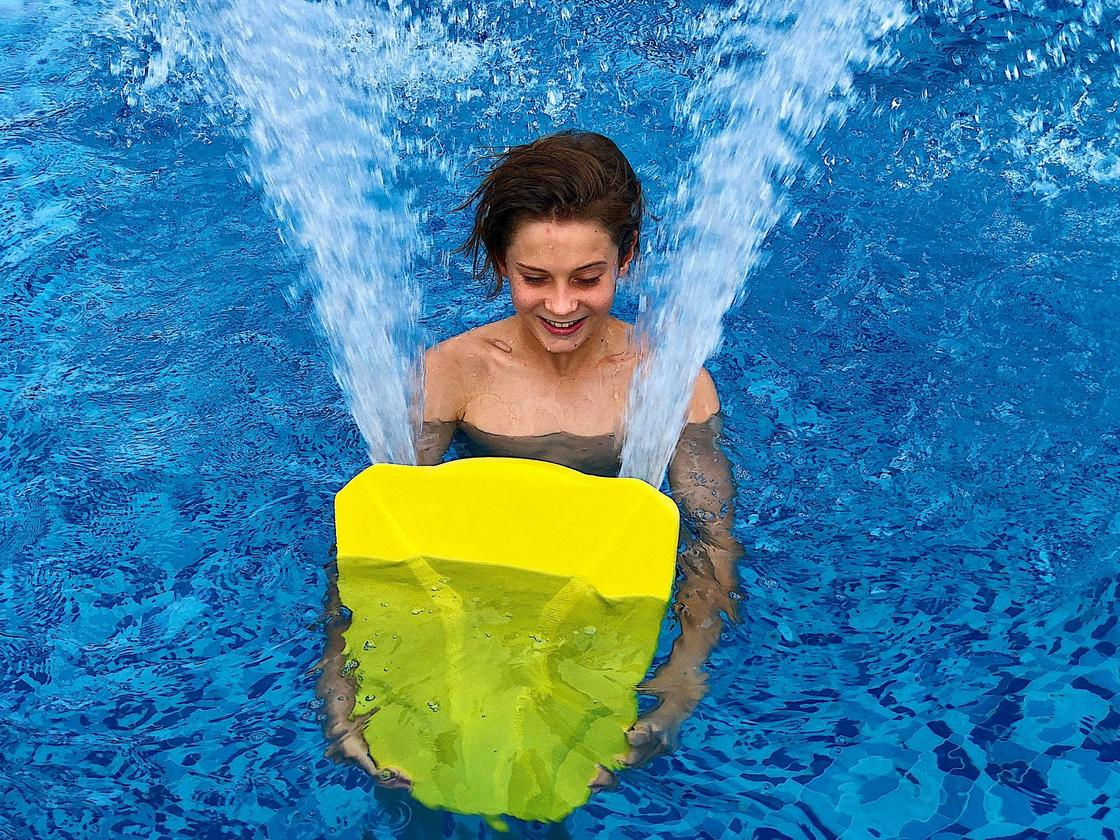 The SWIMN S1 delivers thrust to either side of its user
