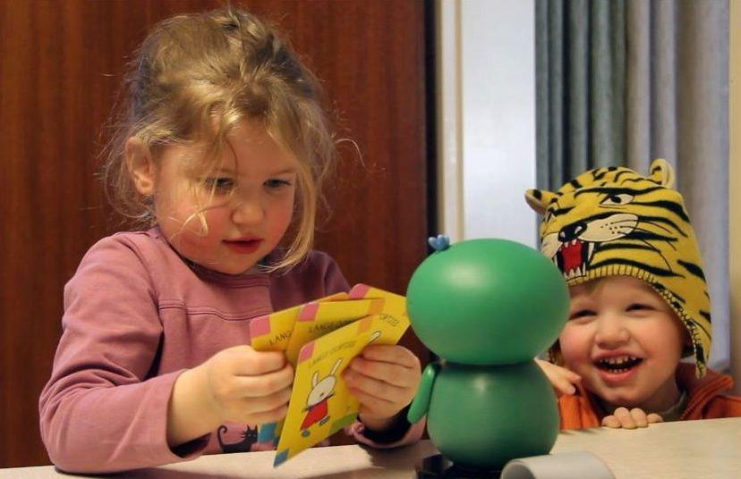 Children using flash cards with ixi-play