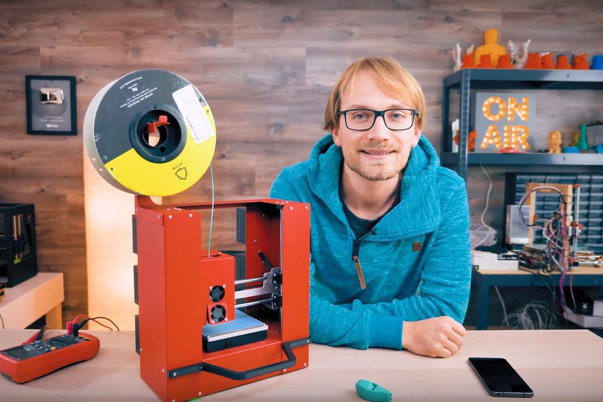 Six battery packs provide enough juice to run this mobile 3D printer and theRaspberry Pi that creates a Wi-Fi access point