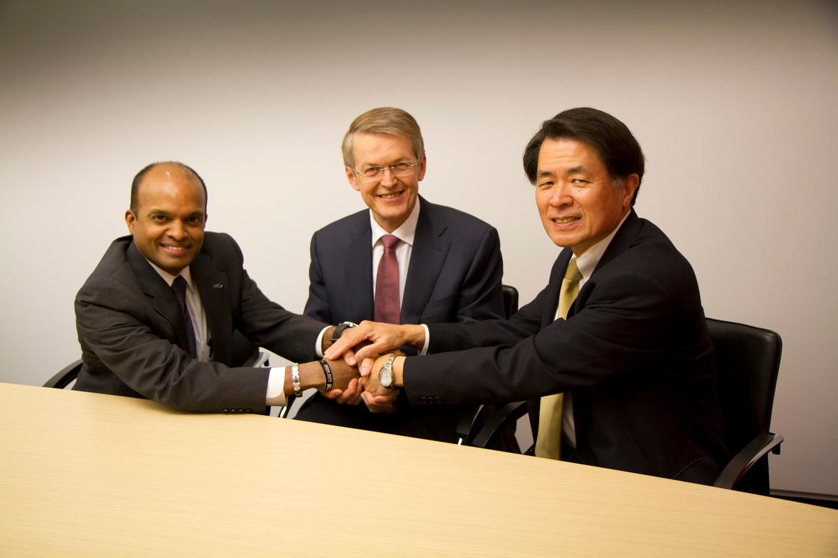 Left to right: Raj Nair, Group Vice President, Global Product Development, Ford, Prof. Thomas Weber, Member of the Board of Management of Daimler, Group Research & Mercedes-Benz Cars Development and Mitsuhiko Yamashita, Member of the Board of Directors and Executive Vice President of Nissan