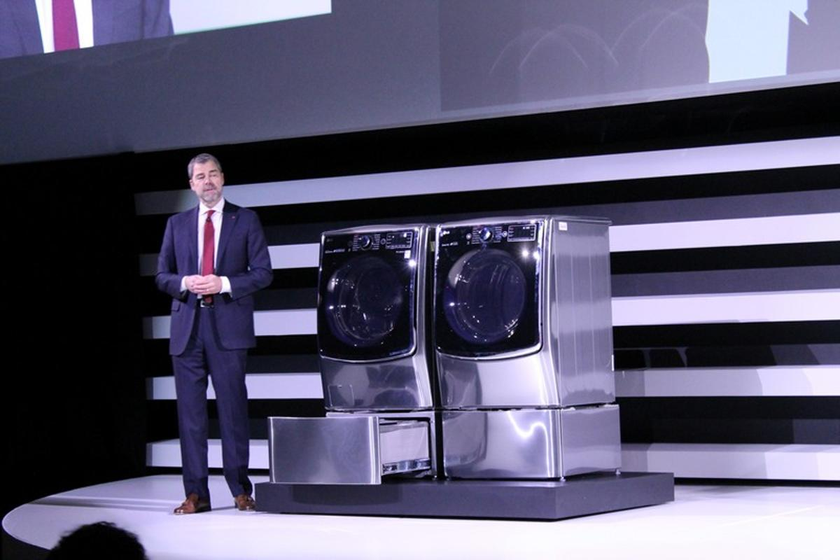 LG's TWIN Wash system is introduced at CES 2015 in Las Vegas (Photo: Eric Mack/Gizmag)