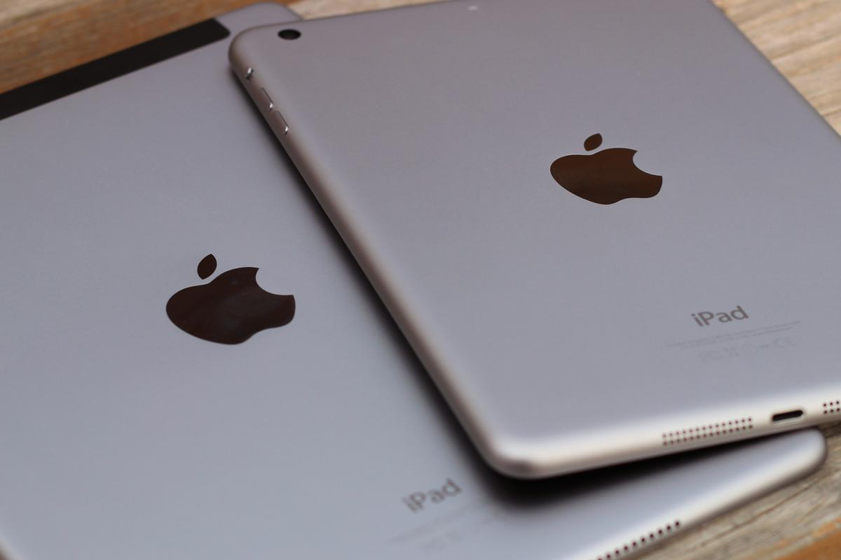 Gizmag takes a quick hands-on look at the easiest iPad dilemma yet: the iPad Air 2 vs. the iPad mini 3 (Photo: Will Shanklin/Gizmag.com)