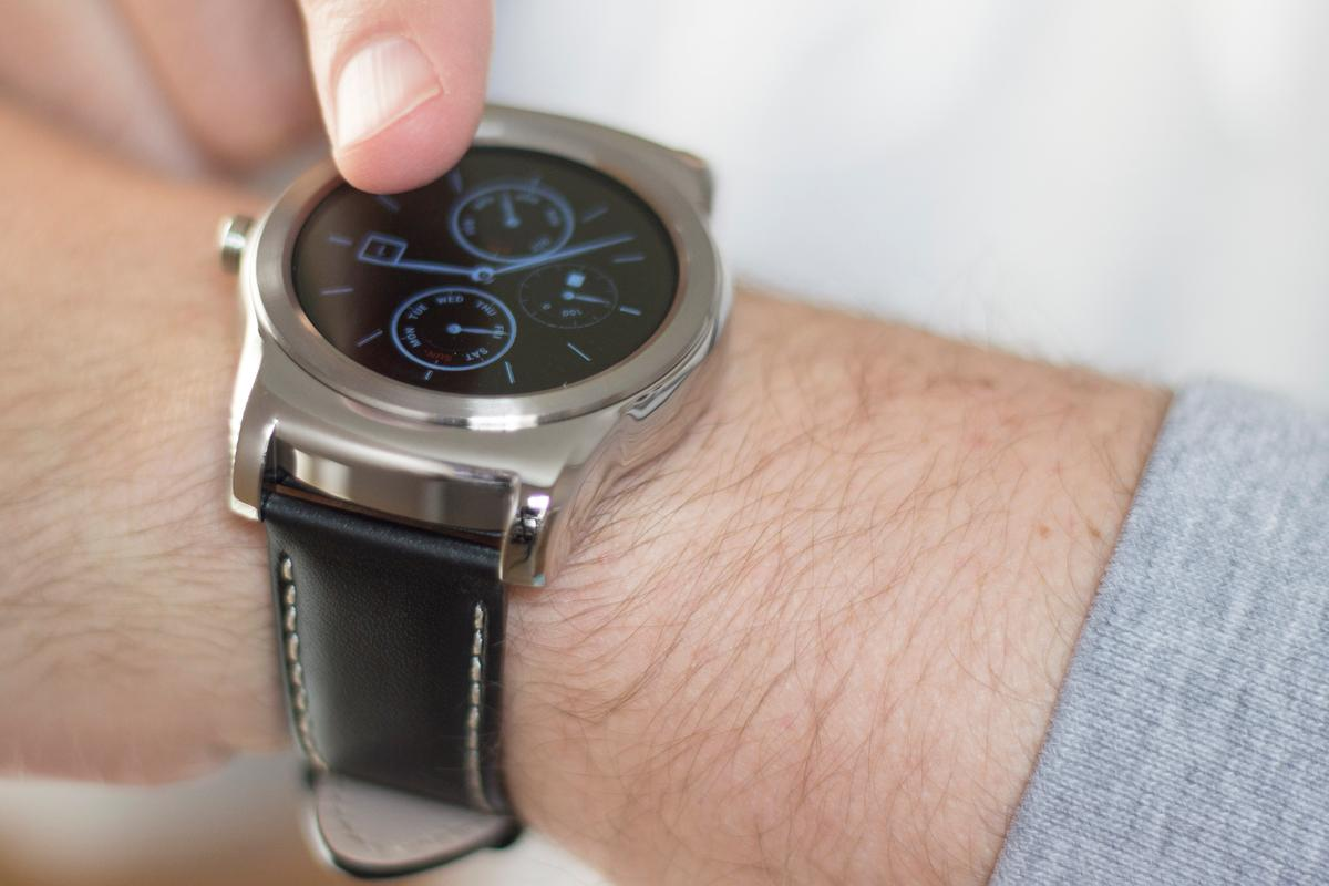 Before running our full review, Gizmag has some early impressions of the metal LG Watch Urbane (Photo: Will Shanklin/Gizmag.com)