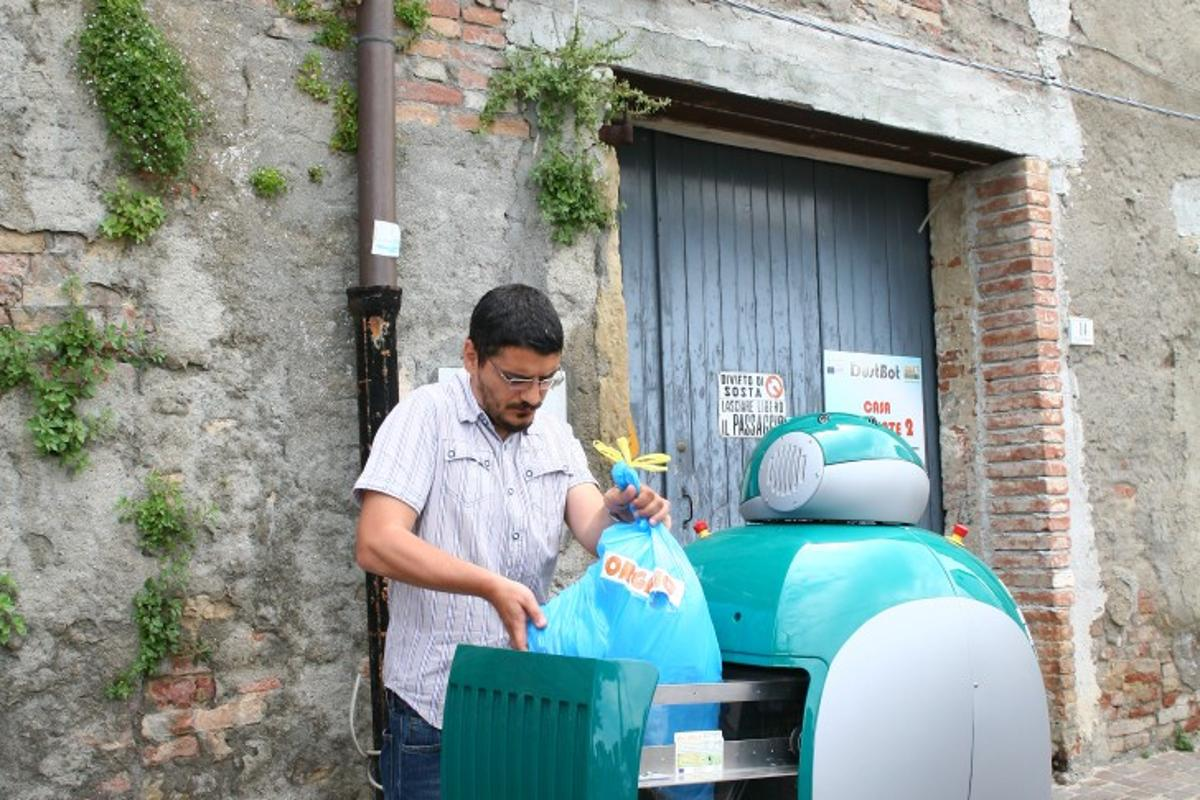 The on-call robotic rubbish collection service is being trialed in Peccioli in Italy(photo courtesy www.dustbot.org)