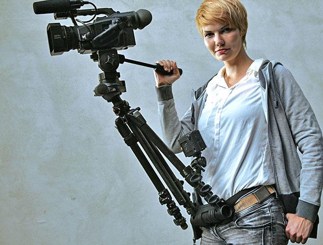 The hipjib is essentially just a polymer tube that's worn at the front of the cameraperson's waist, via a length of webbing and a buckle