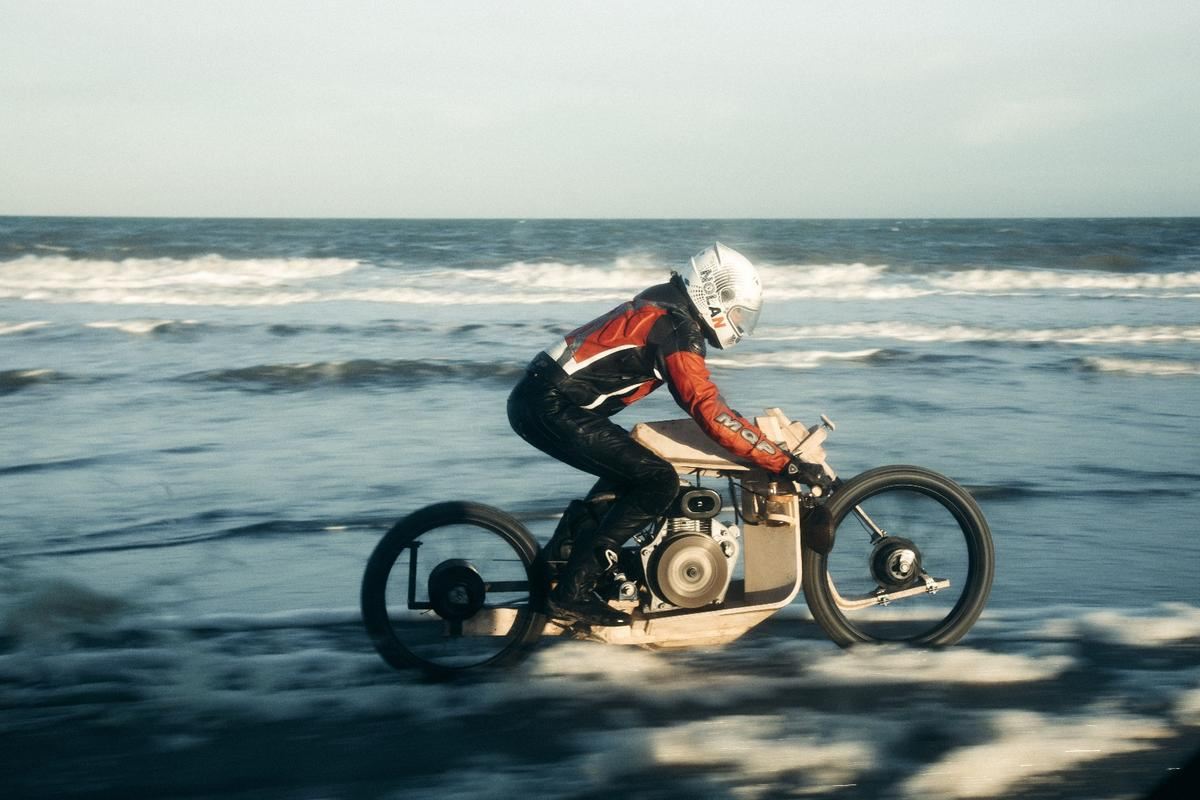 The wooden motorcycle built by Ritsert Mans runs on oil made from microalgae