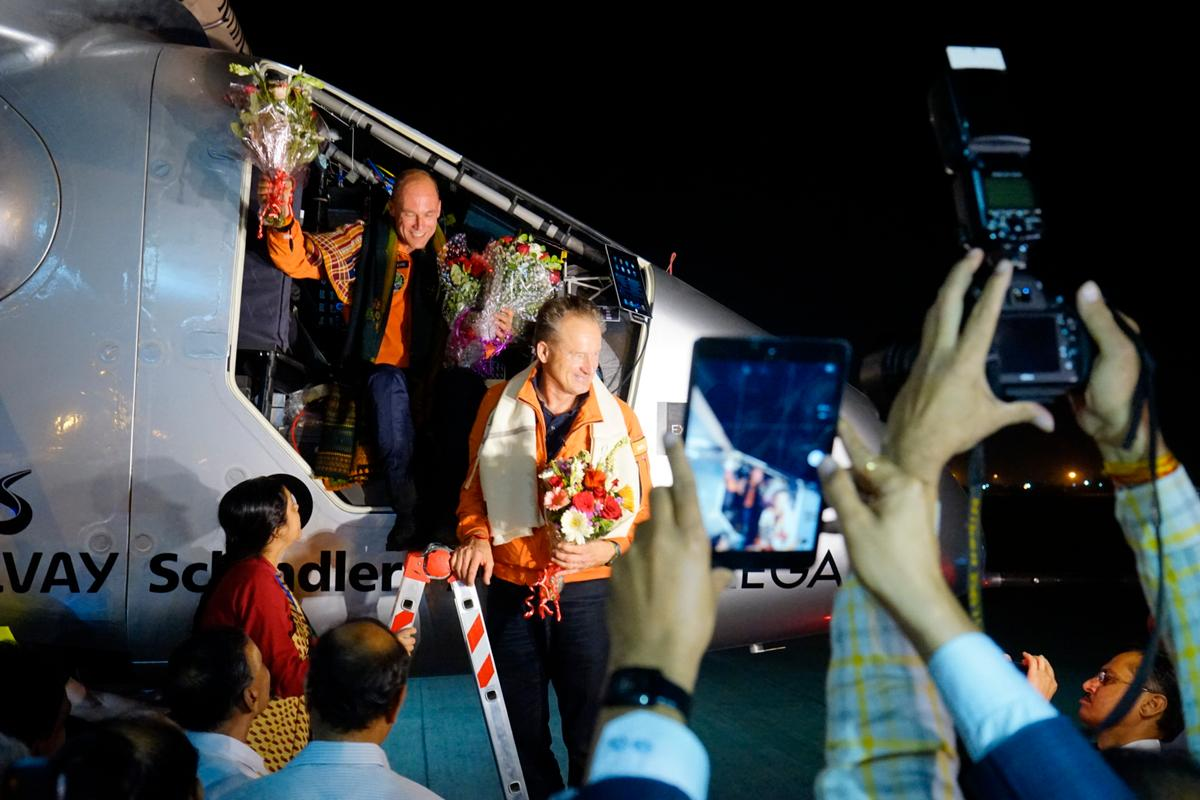 André Borschberg welcomes team mate Bertrand Piccard upon landing in Ahmedabad (Photo: Solar Impulse)