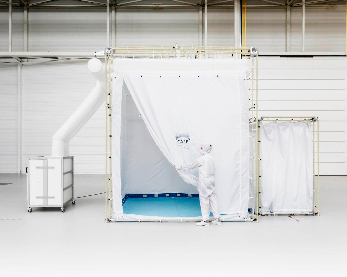 The CAPE cleanroom comes with its own ventilation/filtration system