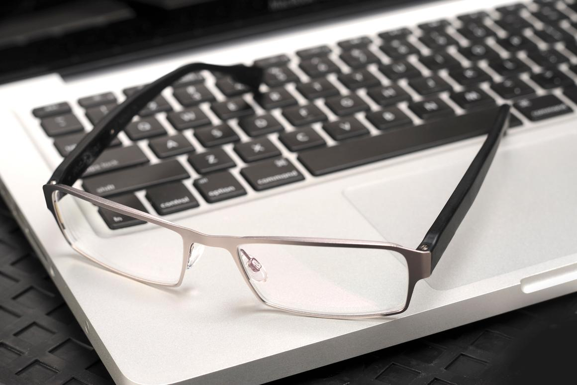 PixelOptics' emPower! electronic focusing glasses