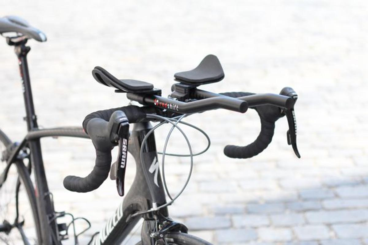 The Switch Aero System consists of quick-release aero bars and a dual-position seatpost