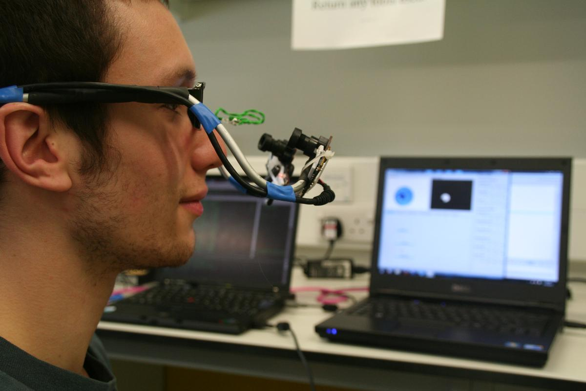 Imperial student demonstrates how neurotechnology works