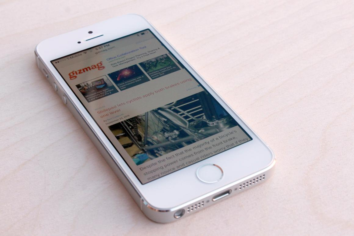 "Gizmag reviews Apple's iPhone 5s, the latest iterative ""S-series"" update out of Cupertino"
