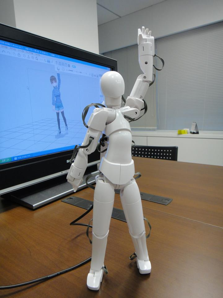 The Qumarion electronic marionette makes tricky poses simple (Photo: DigInfo)