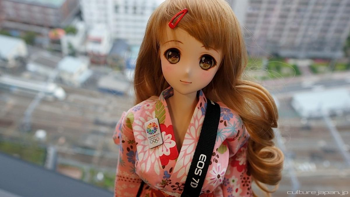 Danny Choo's Smart Doll combines anime-style vinyl dolls with robotics technology in a commercial product for the first time
