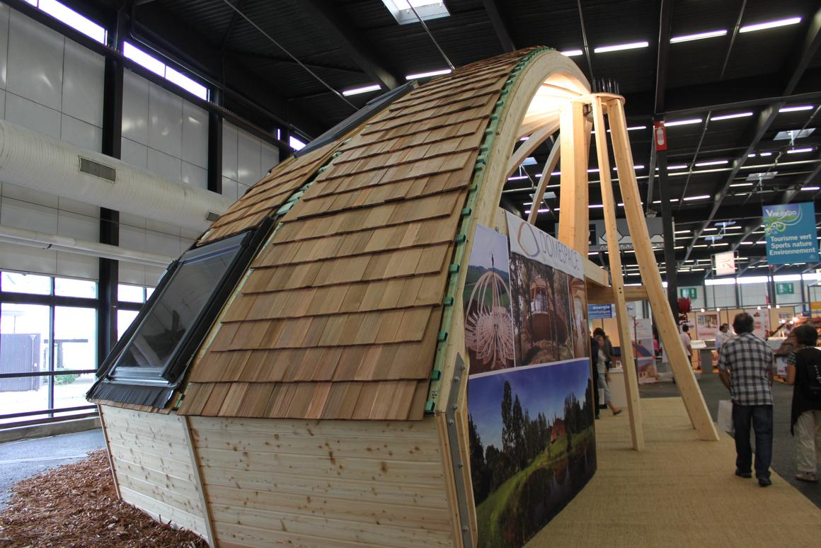 On show at Viv'expo in Bordeaux - a cutaway model of a Domespace home